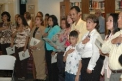 New citizens taking the Pledge of Allegiance